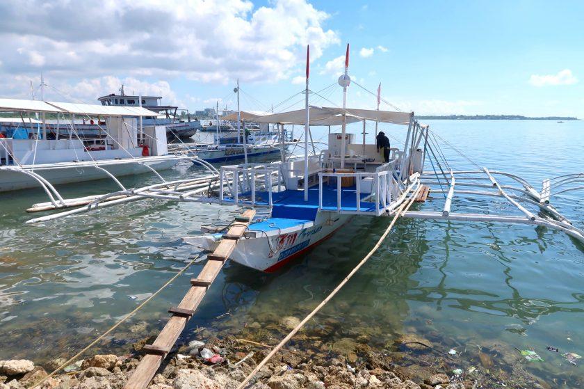 アイランドホッピングのボート
