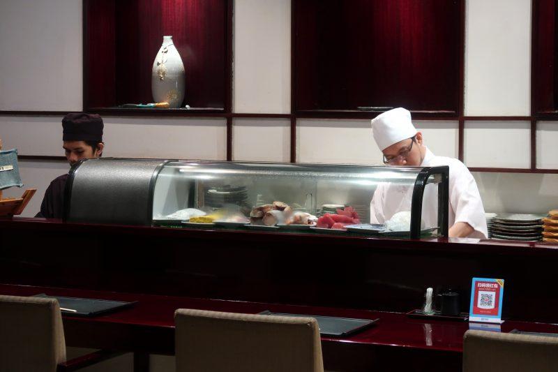 知暮里(ちぼり)の寿司ネタのショーケース