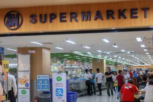 SMシティの食料品スーパー