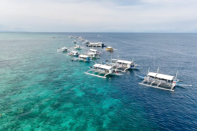 【ヒルトゥガン島完全ガイド】シュノーケリング、ビーチ、バーもある!