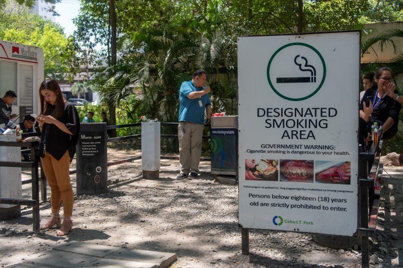 セブ島ITパークの喫煙所