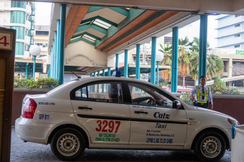 セブ島カントリーモールのタクシー