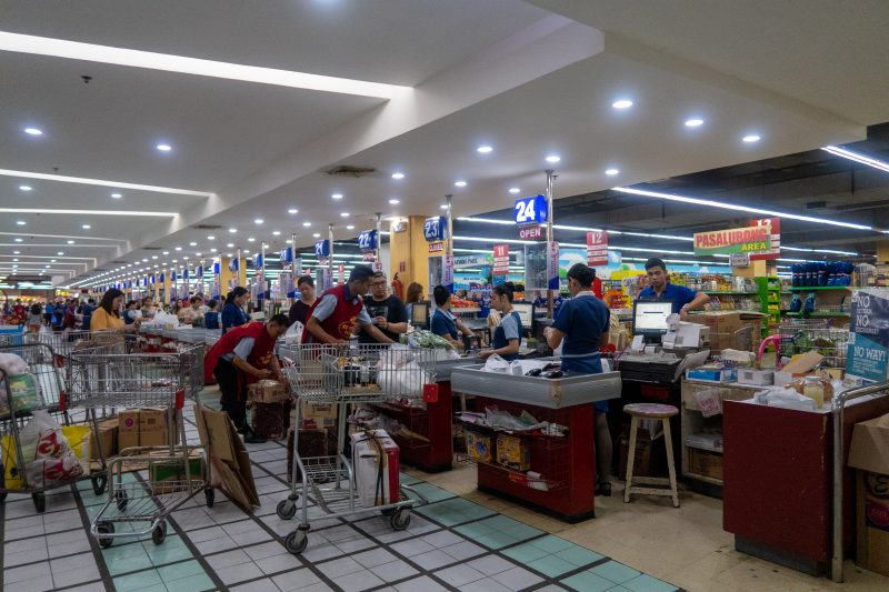 セブ島カントリーモールの食料品スーパー