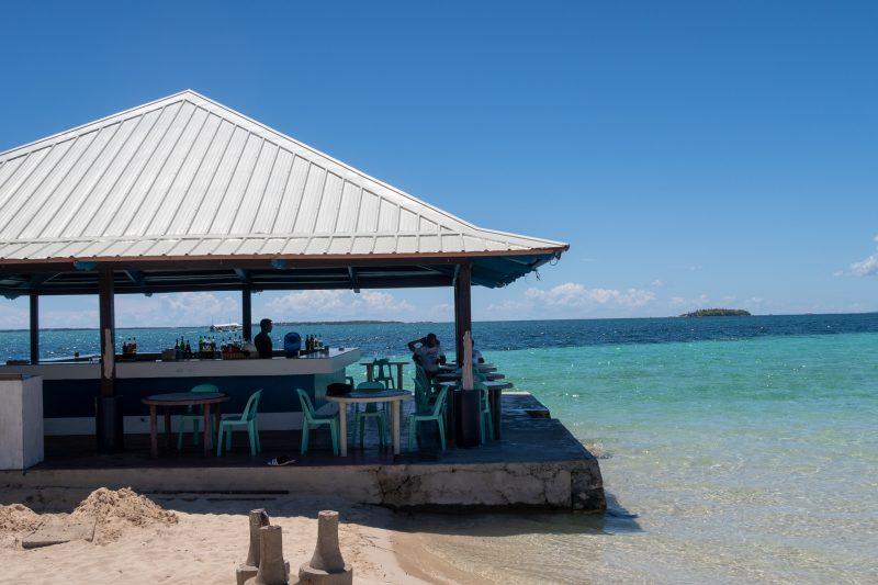 ヒルトゥガン島のバー