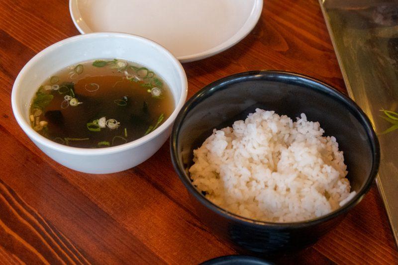 OKINAWA HEATのライスとわかめスープ