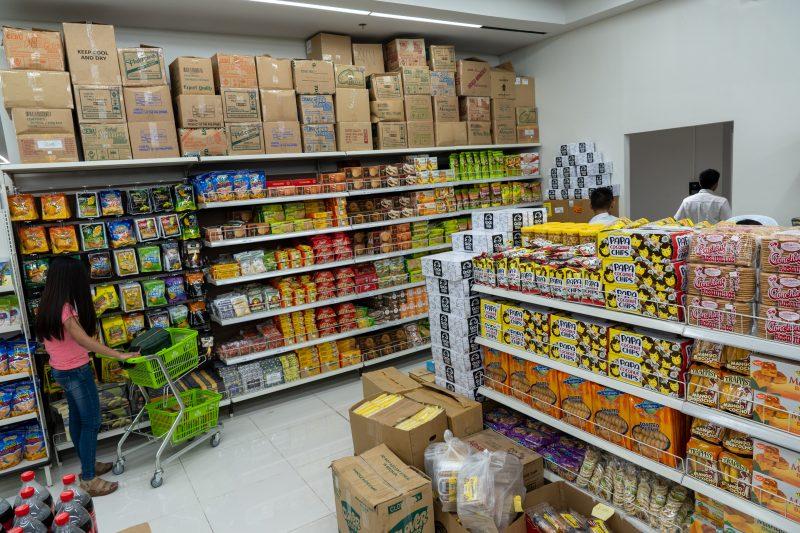 アヤラモールセントラルブロックの食料品スーパー