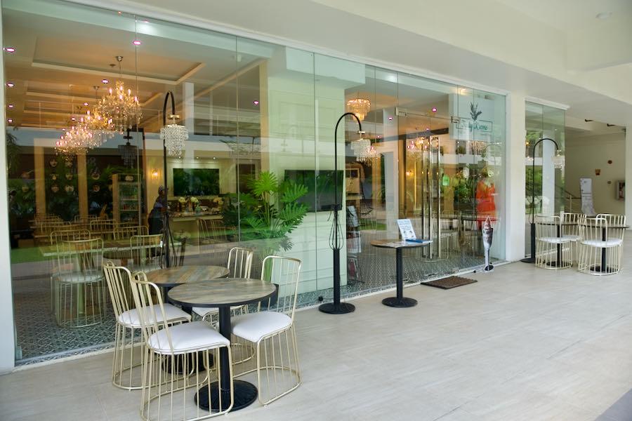 88th AvenueのTasty Kreme(カフェレストラン)
